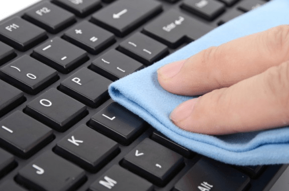 cleaning laptop keyboard with cloth